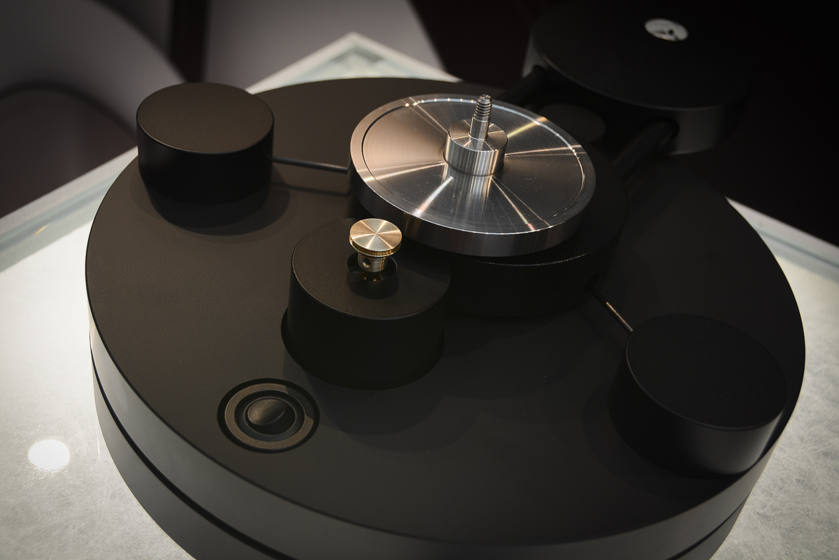 Wilson Benesch - Square Five - Endeavour - Loudspeaker - Circle 25 Turntable - CH Precision - Audionet
