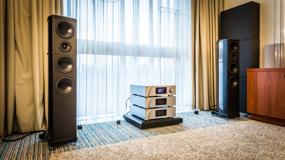 Wilson Benesch - A.C.T. One Evolution - Loudspeaker - Carbon Fibre - Geometry Series - Brussels - 2015